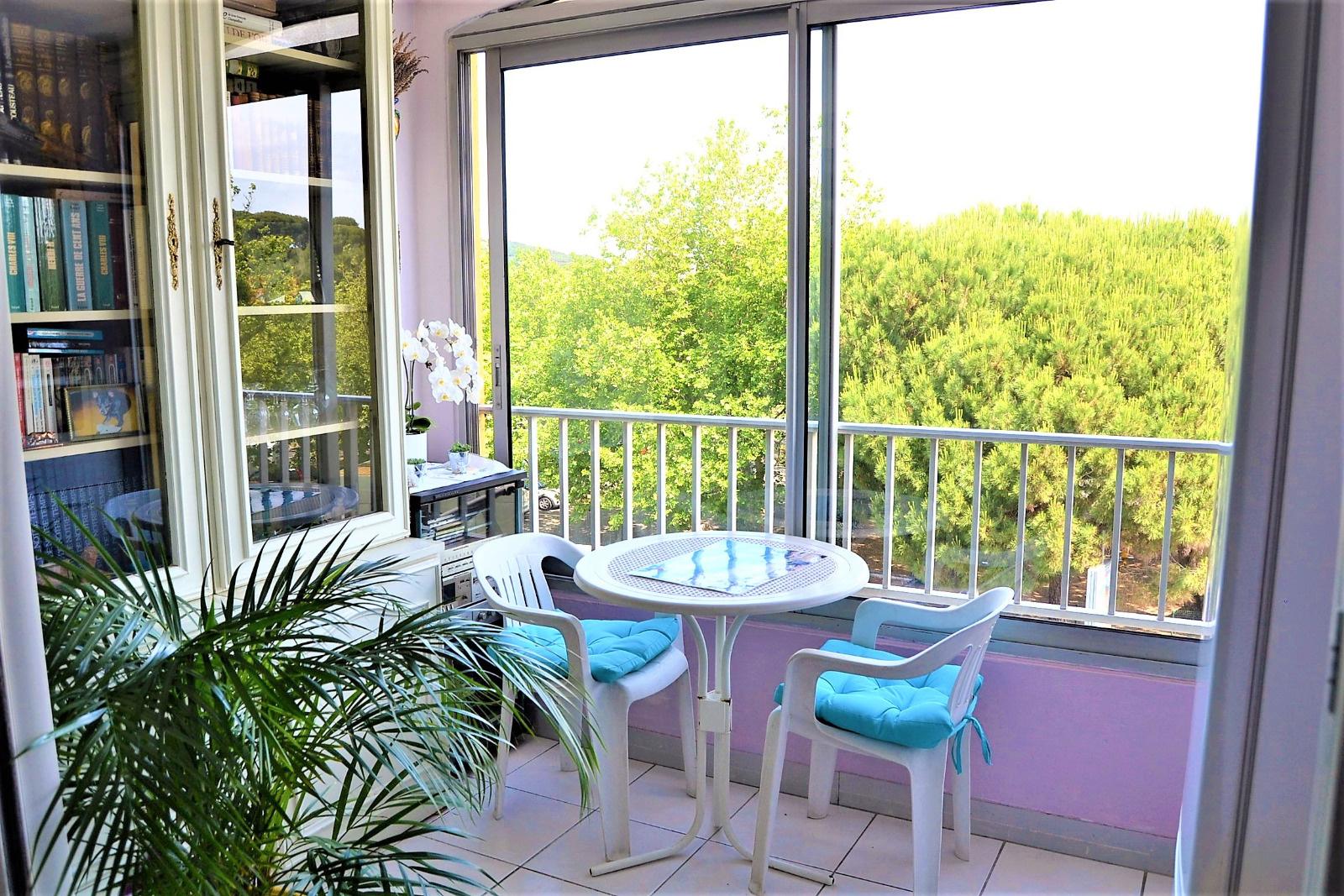 vente appartement t2 avec loggia cellier. Black Bedroom Furniture Sets. Home Design Ideas